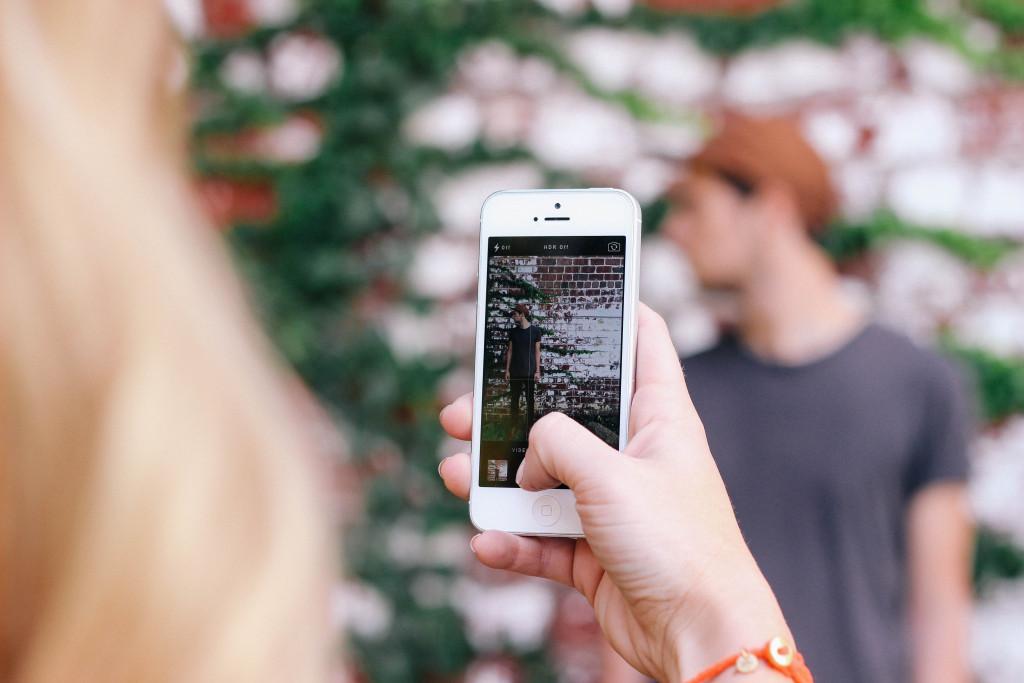 Social media mobile photo